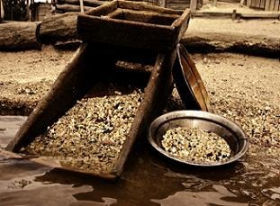 treasure-hunting-in-maine-01; panning gold