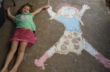 funny-kids-pictures-04; funny kid picture girl with chalk drawing of herself