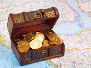 geocashing-03; treasure chest and map