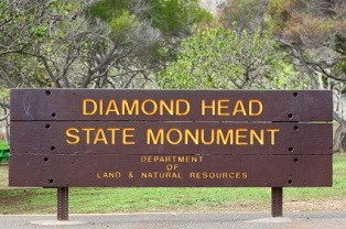hawaii-national-parks-02; diamond head sign