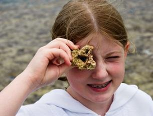 lost-treasure-in-hawaii-01; Girl with fossil