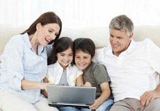 best-homeschooling-curriculum-02; family on laptop