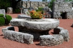 florida-road-trips-02; heart shaped table at coral castle