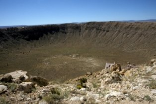places-to-visit-in-arizona-01; meteor crater