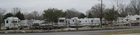 rv-living-full-time-08;rigs at rv campground