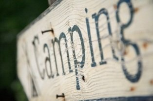 tourist-attractions-in-iowa-02; camping sign